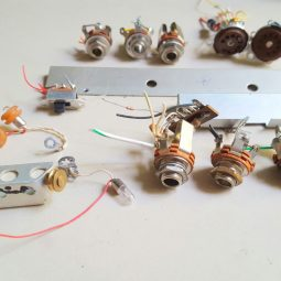 Atlas 215X SSB Transceiver LOT#19 Mix lot of parts see picture