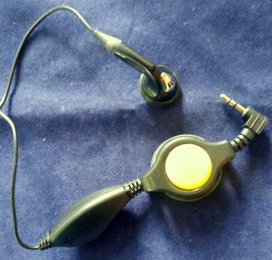 2 Und Original Iridium Retractable Hands-free Headphones HFHS0601 New