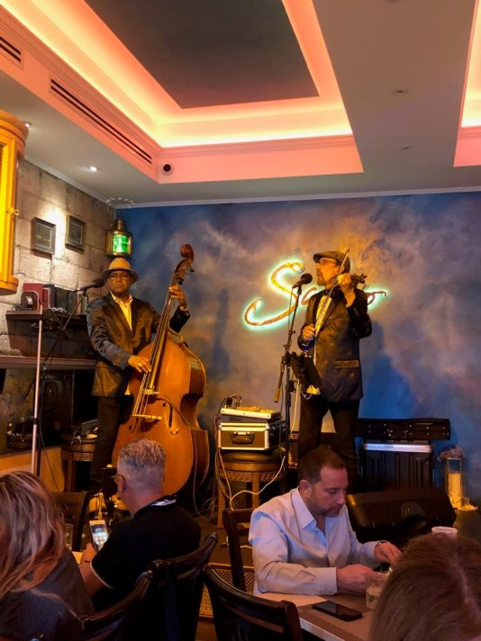 restaurants with live music little havana