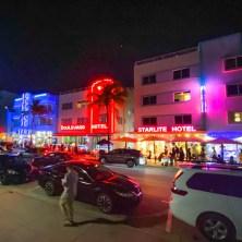 Ocean Drive met neon verlichting