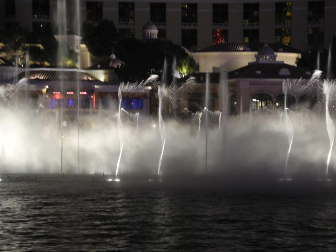 Bellagio-fountains3