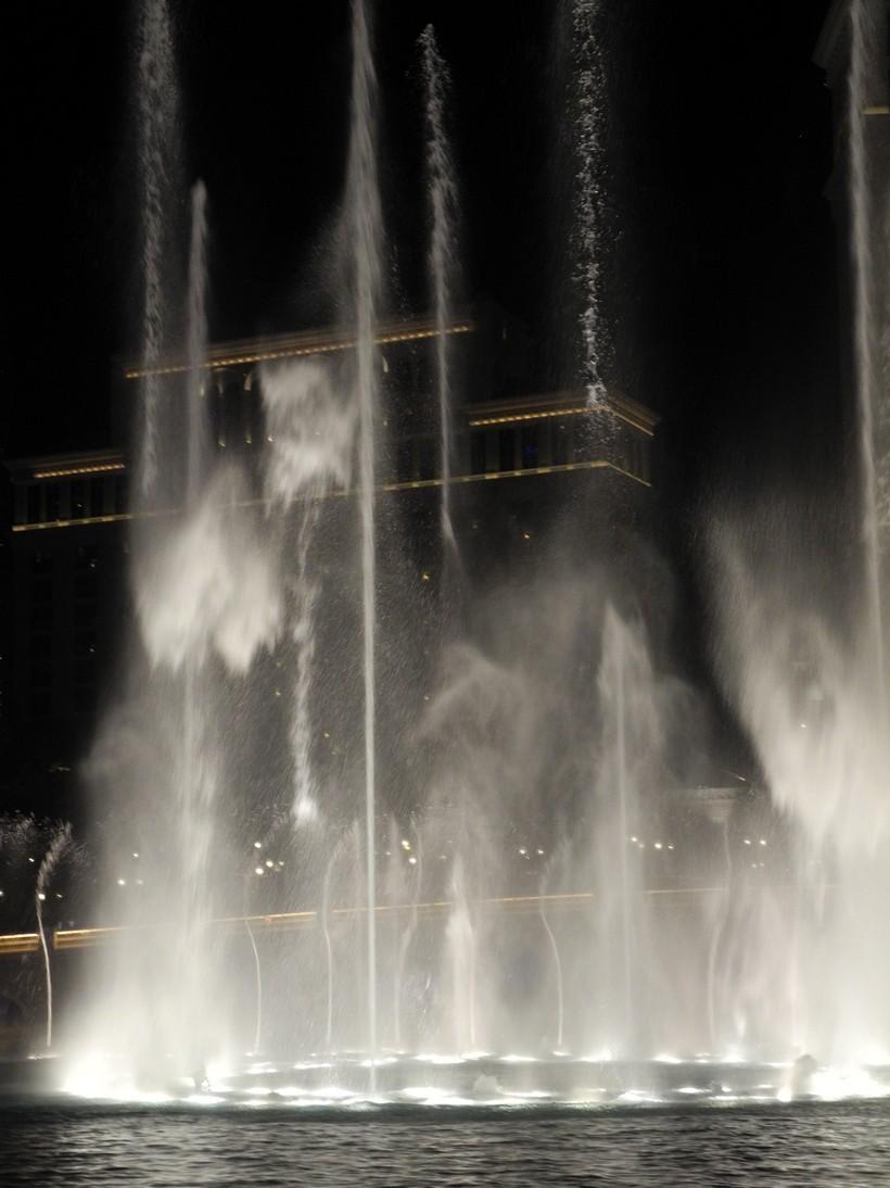 Bellagio-fountains6
