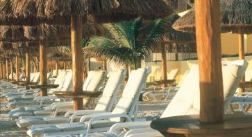 Camastros playa Hotel Fiesta Americana Condesa Cancun All Inclusive