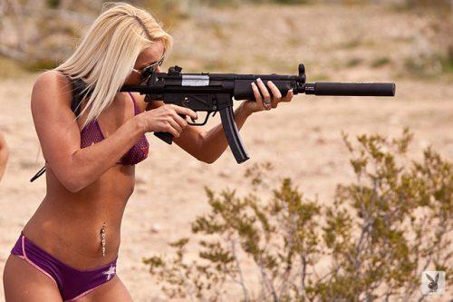 mujer y arma3