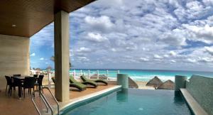 Beachfront Three Bedroom Villa cancun mexico