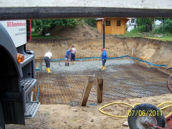 Die Bodenplatte wird nun betoniert