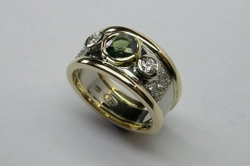 Lustrous Contemporary Style Green Sapphire And Diamond