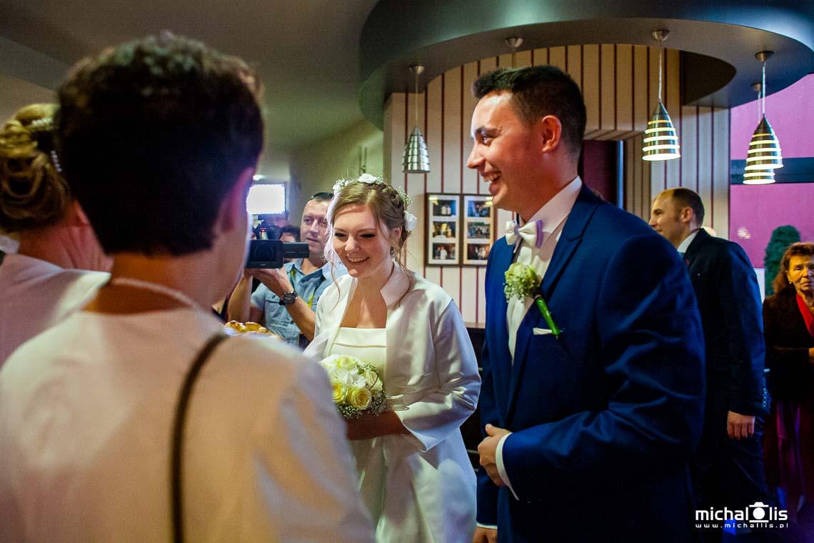 ślub kościelny, kościół, zdjęcia z kościoła, sakrament małżeństwa, zaślubiny, tak, sakramentalne tak, ceremonia ślubu, wedding ceremony,