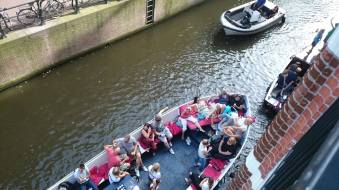 E o tráfego de barcos no canal