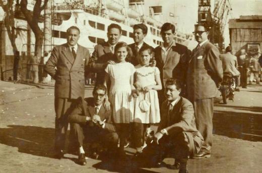 Gruppo davanti alla nave in partenza