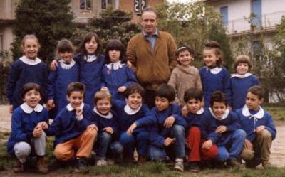 Carmelo Cordiani con una sua classe alle elementari