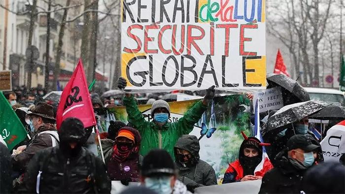 Manifestation à Paris contre la loi sécurité globale à Paris. Copyright Agence REUTERS - GONZALO FUENTES