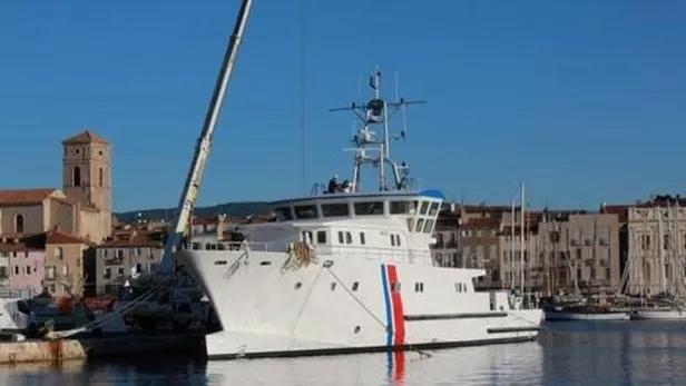 L'« André Malraux» le dernier navire de recherche archéologique sous-marine construit en France, long de 36,3 mètres, a remplacé le précédent et illustre « Archéonaute ».