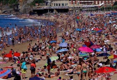 Tourisme de Masse en Provence : Que reste-t-il, réellement et concrètement, aux provençaux à la fin de l'été ?