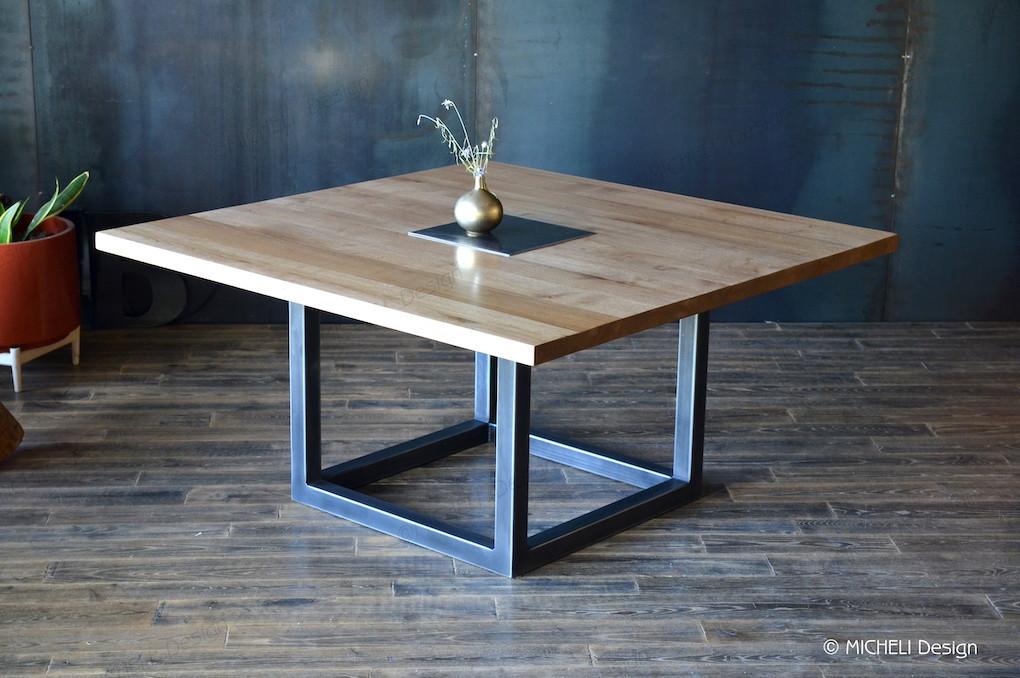 table carree contemporaine en bois