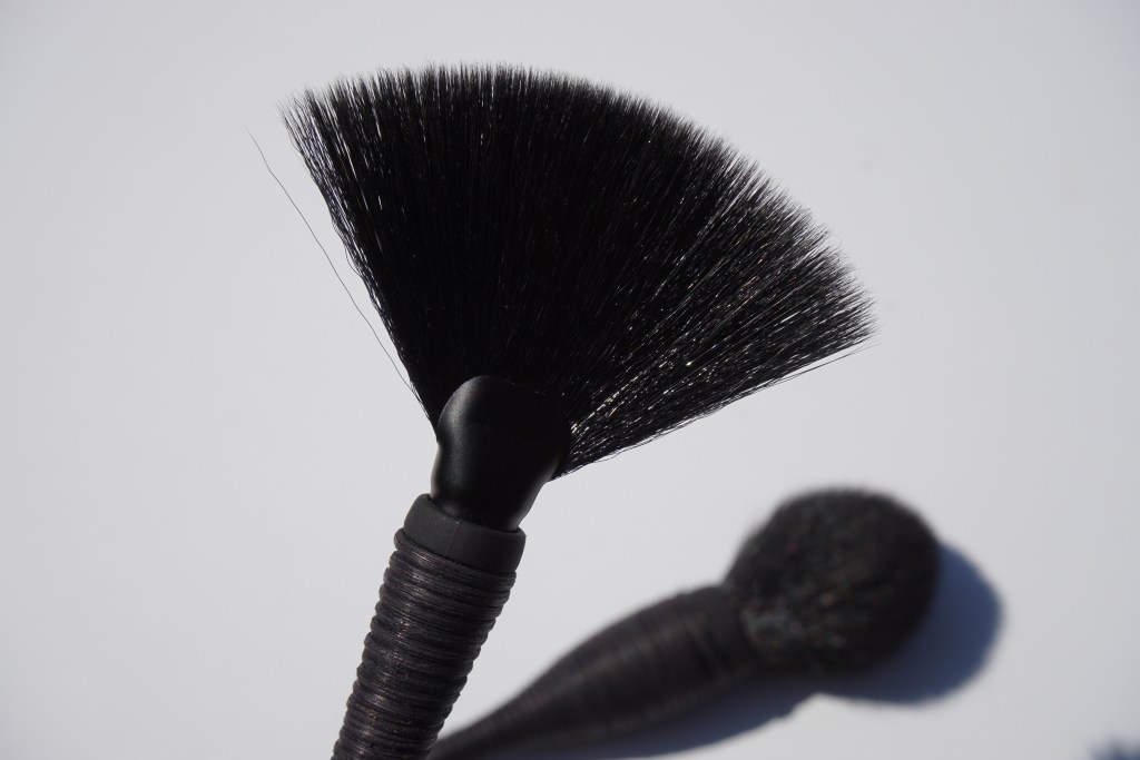 Japonesque-Kumadori-Fan-Brush