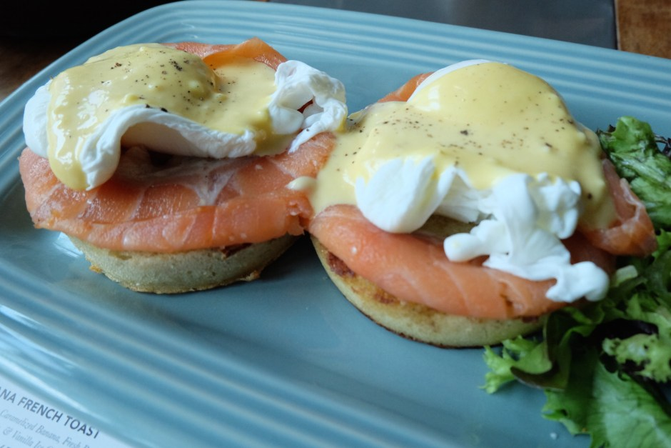 poached egg salmon and hollandaise
