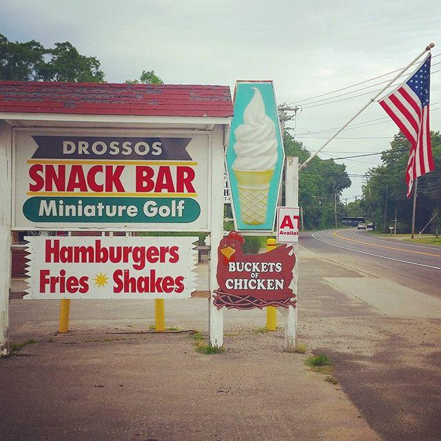 Who doesn't love Buckets Of Chicken ? #4thofjuly #minigolf #greenport #longisland