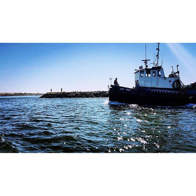 The Iron Wolf #Tugboat prowls the Shinecock Inlet #hamptonbays #ponquogue #shinecockinlet #shinecockbay #atlanticocean #longisland #ironwolf #maritime #boats