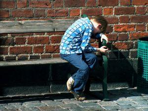 sad-young-boy-on-the-bank-970752-m