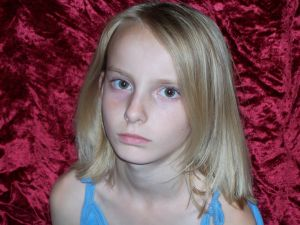 sad-little-girl-511477-m
