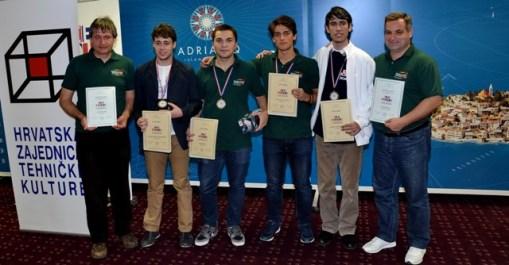 elevi romani premianti la olimpiada de informatica