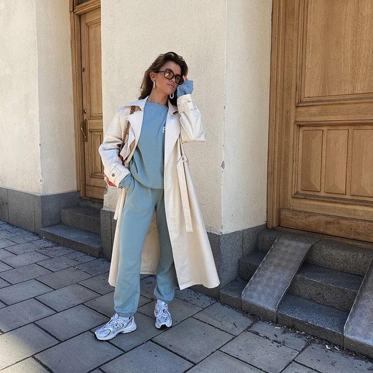 Frau mit trendigem Sportoutfit