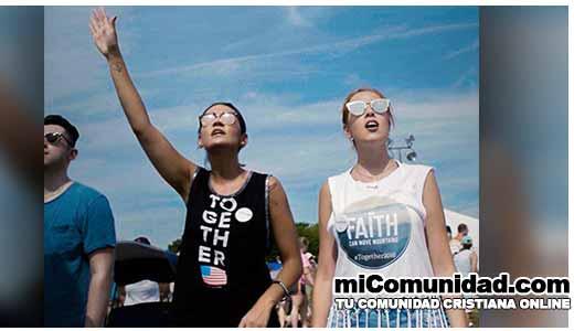Miles se reunieron en Washington para orar por EEUU