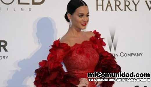 "Padres de Katy Perry piden a cristianos que oren ""por ella en vez de juzgarla"""