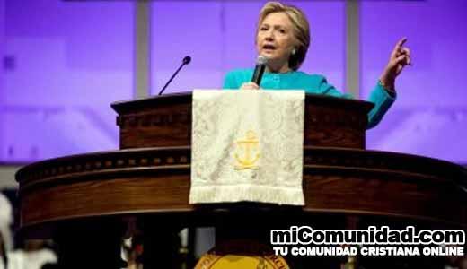 Acusada de vínculos con el satanismo, Hillary Clinton predica en la iglesia