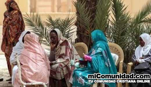 Sudán castigará 10 jóvenes con 40 latigazos por usar pantalones