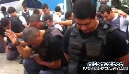 "Policía militar ora por ""paz"" en Estado Espíritu Santo, Brasil"