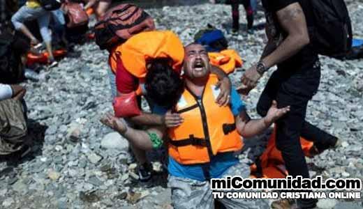 Refugiados dicen que Jesús apareció y que los salvó de morir en el mar
