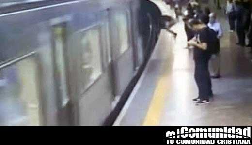 """Brasil: Hombre que empujo a mujer en el metro dice que actuó bajo """"órdenes del diablo"""""""