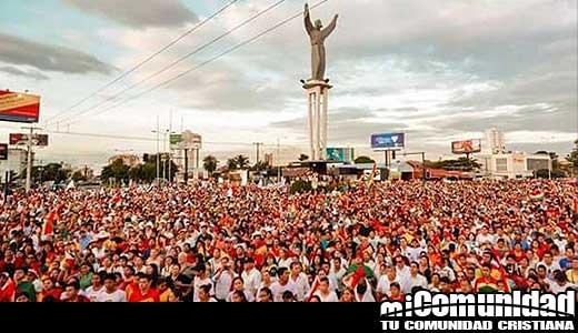 """Miles de personas marcharon en las calles para declarar que """"Jesucristo es el Señor de Bolivia"""""""