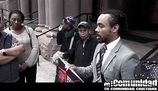 David Lynn pastor de Canadá detenido afuera de la estación de metro por comentarios homofóbicos