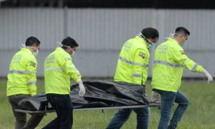 Dos Jóvenes Mueren tras caer de un Avion. Guayaquil
