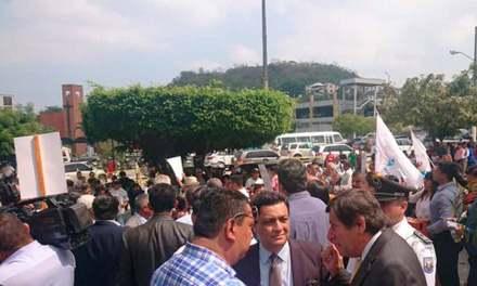 Varios manifestantes protestaron en contra del matrimonio igualitario y a favor del CPCCS