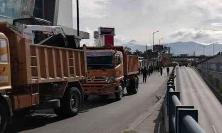 En Quito 10 vías bloqueadas