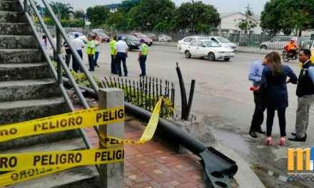 Chofer que causó caída de paso peatonal en avenida de las Américas solo tenía 7.5 puntos en la licencia