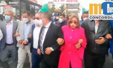 Los alcaldes y alcaldesas del país fueron agredidos al tratar de ingresar a Carondelet.
