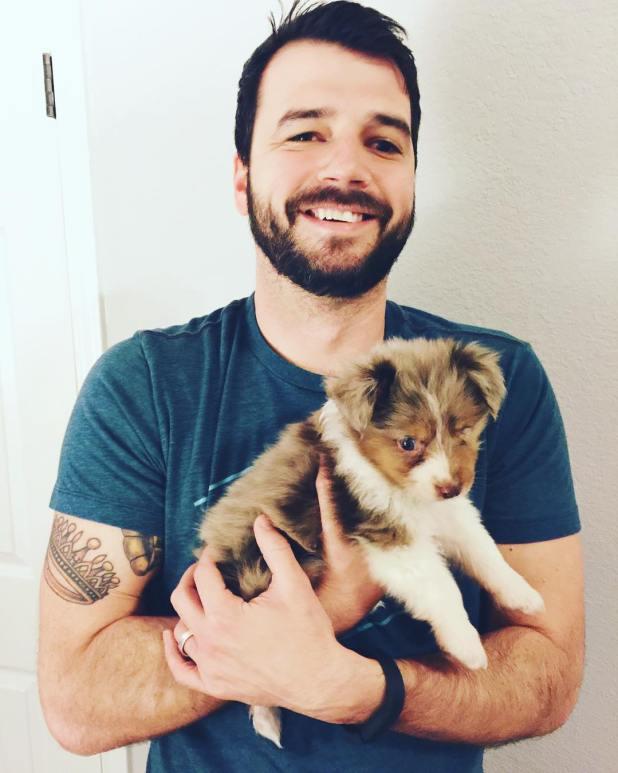 perro-tuerto-adoptado-jordan-trent-1