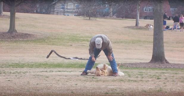 perro-haciendose-muerto-parque-piedmont-atlanta-1