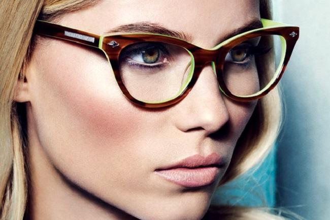 Maquillaje chica con lentes