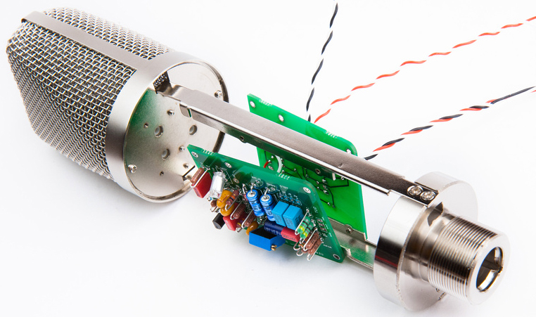 In this short article we explain the different microphone parts and how they work