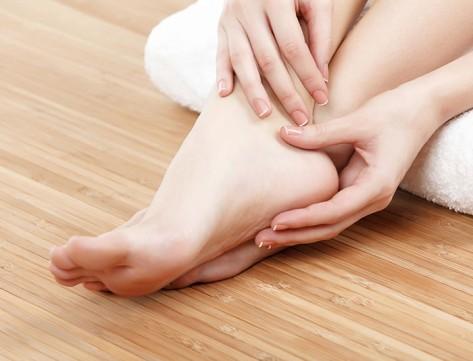 La neuropatia diabetica e/o l'arteriopatia degli arti inferiori compromettono la struttura del piede e la sua funzionalità.