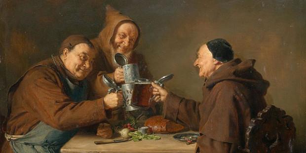 monaci intenti a bere birra