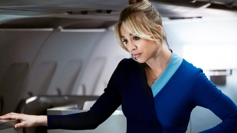 Series: reseña de «The Flight Attendant: Episodios 1-3», de Steve Yockey (HBO Max)