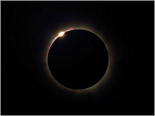 Anilo de diamante durante el eclipse