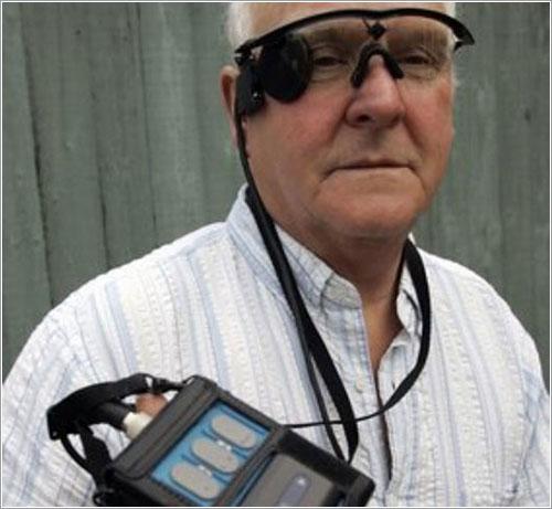 Eric Selby, uno de los usuarios de las gafas Argus II